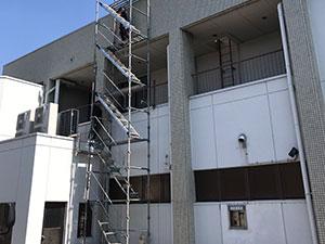 しののめ信用金庫様屋根防水工事の仮設足場設置3