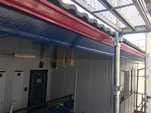 破風板、雨樋三回塗り完了
