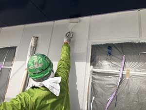 ベランダ内の外壁上塗り