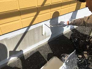 高崎市アパート コンクリート基礎の下塗り