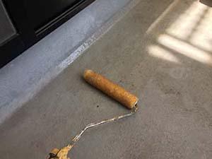 高崎市アパート ベランダ床のプライマー塗布