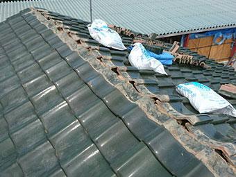 前橋市富士見町 依存の棟瓦を取り外し