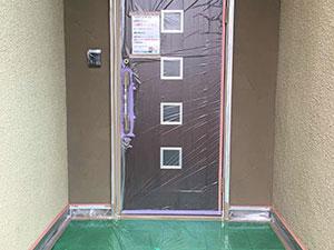 太田市 モルタル外壁塗装 玄関ドア養生