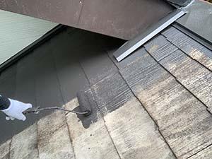 長野県軽井沢町別荘コロニアル屋根塗装 上塗り1回目