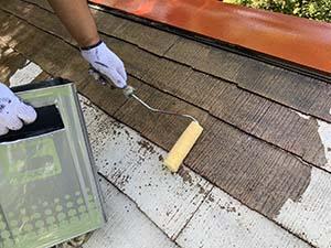 長野県軽井沢町別荘コロニアル屋根塗装 下塗りシーラー2回目