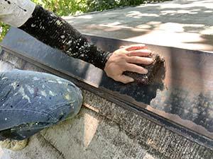長野県軽井沢町別荘コロニアル屋根塗装 棟板金ケレン