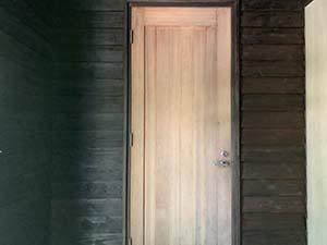 別荘玄関扉 塗装前