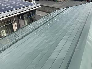 伊勢崎市 ガルバ屋根塗装上塗り完工